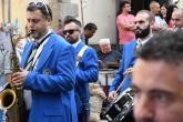 Grande_Ernesto De Luca - Caldarrostaro_insensibile_alla_musica_osserva_il_lavoro_del_suo_dipendente